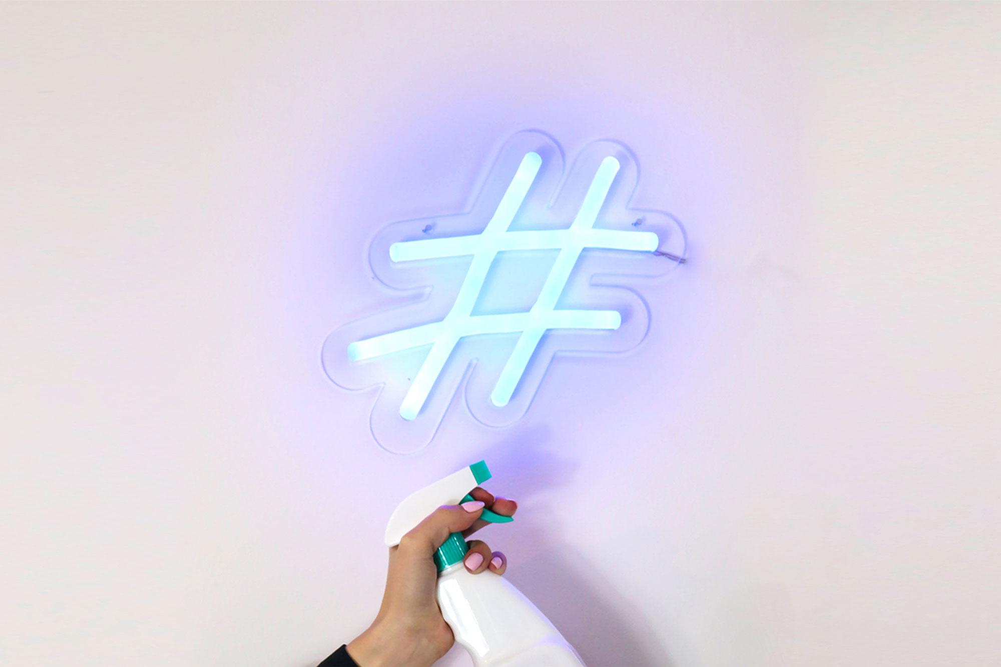 Overbrug de 1,5 meter afstand met een hashtag